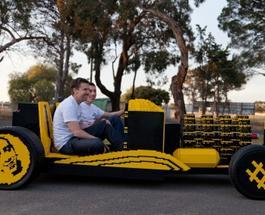 Энтузиасты умудрились собрать легковой автомобиль из конструктора Лего