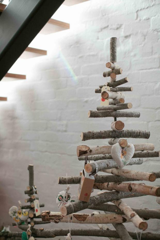 Идеи для Нового Года: елка из бревен