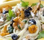 Юлия Высоцкая: как приготовить спагетти с оливками и лисичками