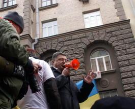 Киевский Майдан выступил против Петра Порошенка, шины запылали у особняка олигарха