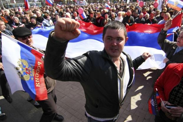 Ситуация в Славянске: в городе на 9 утра продолжается митинг активистов Донецкой республики.