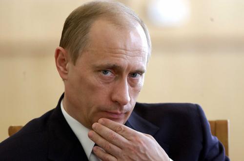 """Красная площадь: мужик державший плакат с одним словом """"Ху*ло"""" идет под суд за оскорбление Путина"""