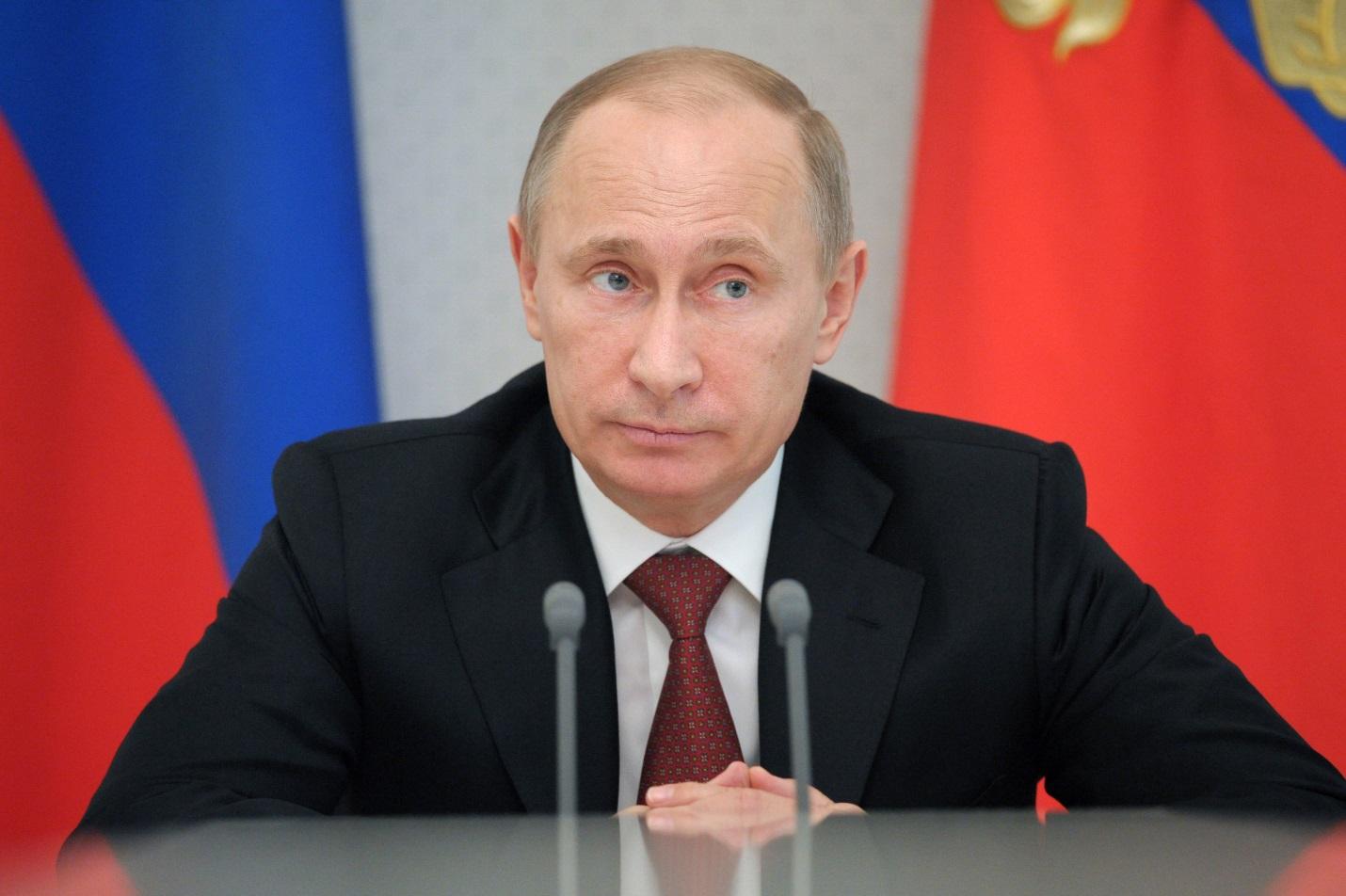 Путин запретил нецензурные слова в эфире