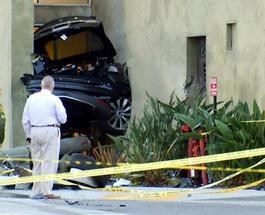 Электрокар Tesla Model S открыл счет жертв за рулем: первым стал автовор