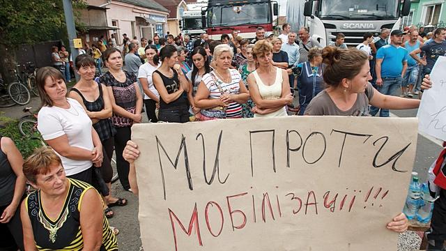 Жители Закарпатья вышли на митинг против мобилизации