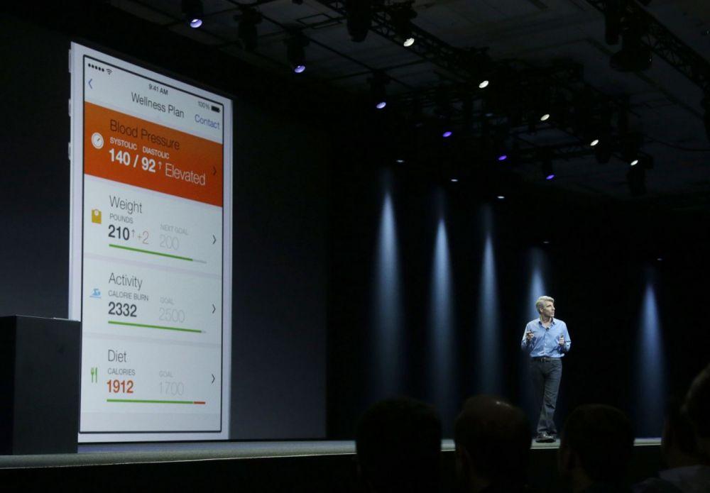 """Компания Apple готовится выпустить """"умные часы"""" iWatch 1,7 и 1,3 в октябре"""