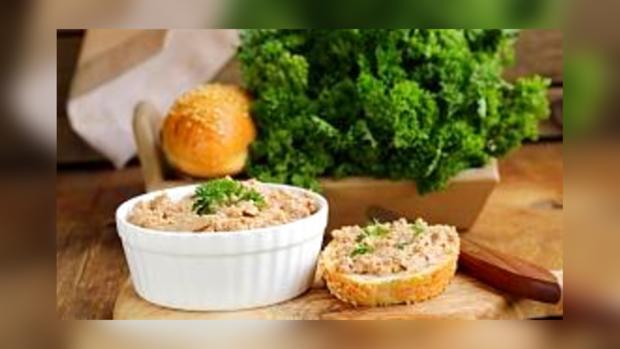 Простые домашнее рецепты: сочный куриный паштет