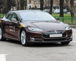 """Новая Tesla получит """"полавтопилот"""" и полный привод"""