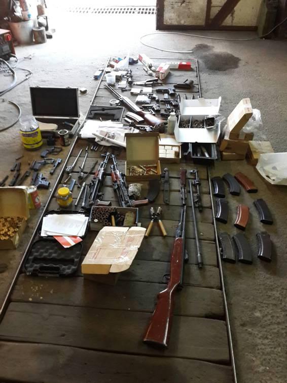 УБОП: ликвидирована банда, поставлявшая из АТО оружие, а обратно наркотики