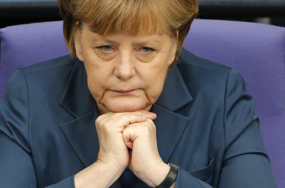 Террористы нарушают Минские договоренности. Нет полного прекращения огня, - Меркель - Цензор.НЕТ 7260