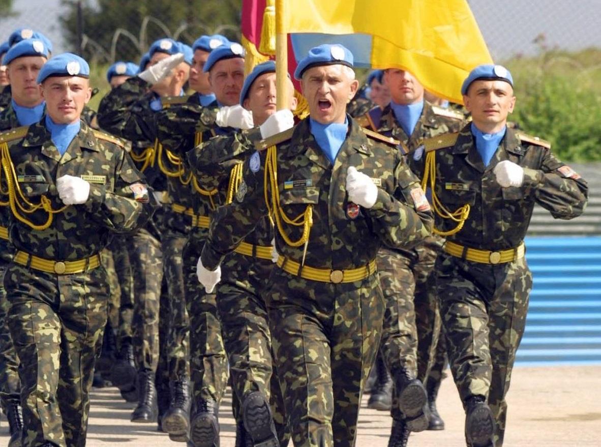 Президент Порошенко пообещал в Украине милитаризацию