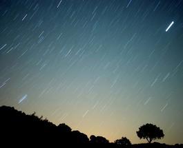 Сегодня жители Земли смогут наблюдать уникальный метеоритный дождь