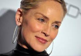 56-летняя Шерон Стоун снялась в эффектном рекламном ролике модного бренда