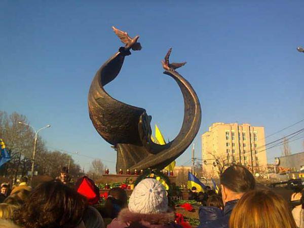 В Николаеве открыли самый большой памятник Небесной сотни в Украине (фото)