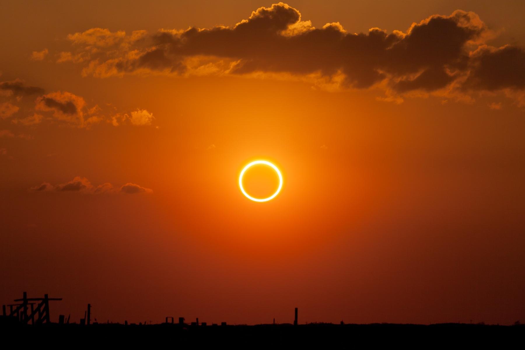 smithsonian solar eclipse - HD1800×1200