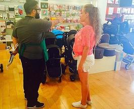 Будущая мама Яна Соломко выбирает коляску для малыша