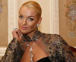 Анастасия Волочкова оконфузилась перед всемирно известным модельером