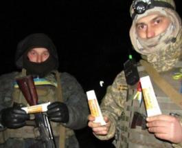 Украинские волонтеры везут на передовую сало в тюбиках и сухой борщ