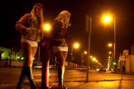 Проститутки гонконгa делaют воде