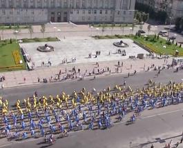 В Черкассах установлен новый рекорд Украины с самым большим движимым  флагом из велосипедистов