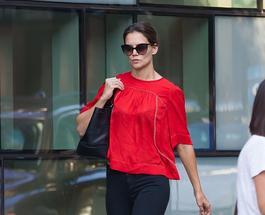 Экс-супруга Круса Кэти Холмс удивила ярким имиджем в облегающих джинсах