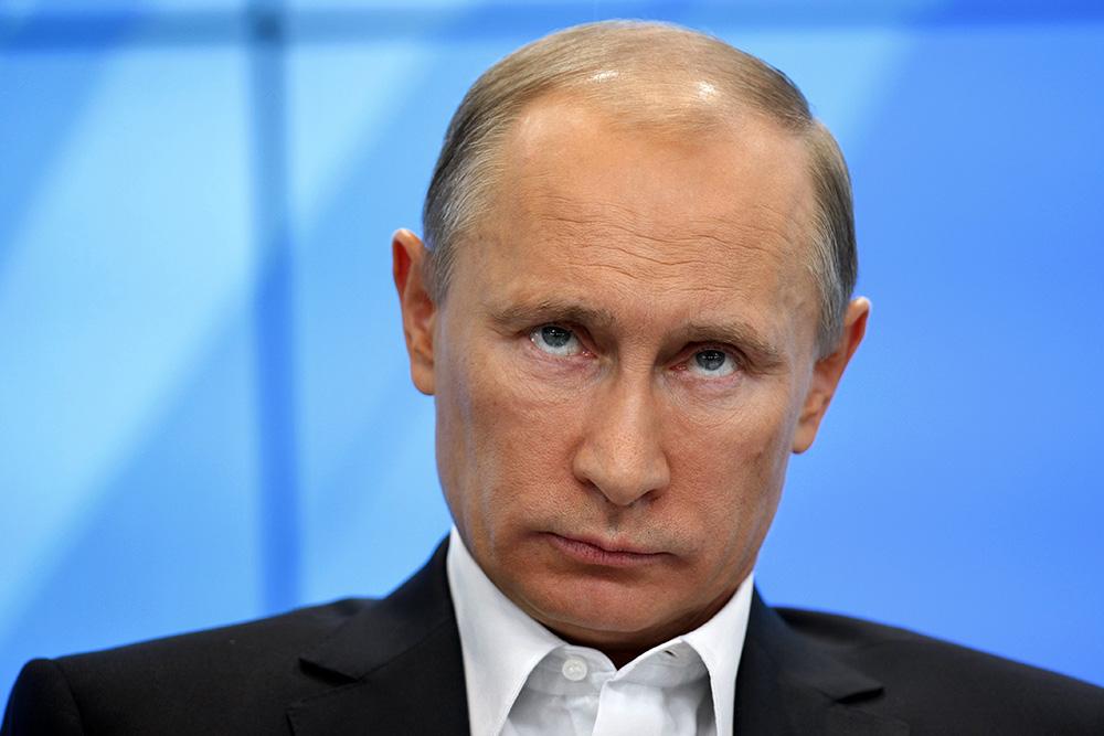 Путин предложил ввести безвизовый режим для туристических групп из БРИКС
