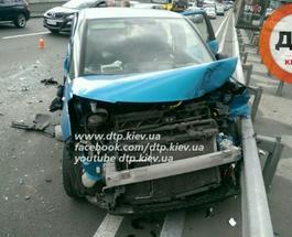На Подоле в Киеве столкнулись четыре автомобиля, пострадала беременная женщина