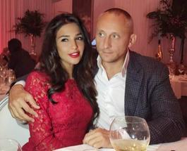 Санта Димопулос засветила своего нового супруга во время публичной акции