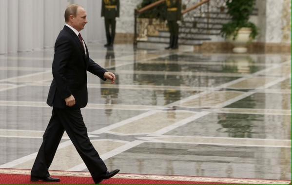 Западные СМИ поведали об«эпидемии», поразившей окружение В.Путина — Походка стрелка
