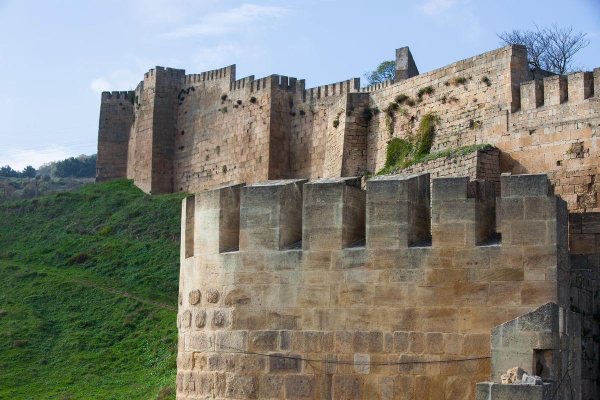 ВДербенте обстреляли посетителей крепости Нарын-Кала, есть жертвы