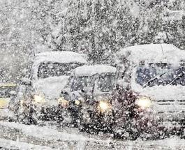 """""""Снежная блокада"""": в Украине останавливают трассы из-за мокрого снега"""
