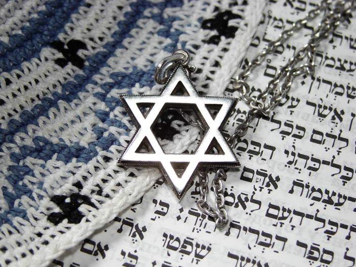 Евреям Марселя порекомендовали снять кипы