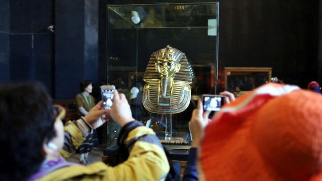 Последние новости: Сотрудники Каирского музея пойдут под суд за отломанную бороду Тутанхамона