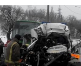 ДТП в Харькове: в Сети появилось видео момента жуткого столкновения «скорой» с автобусом