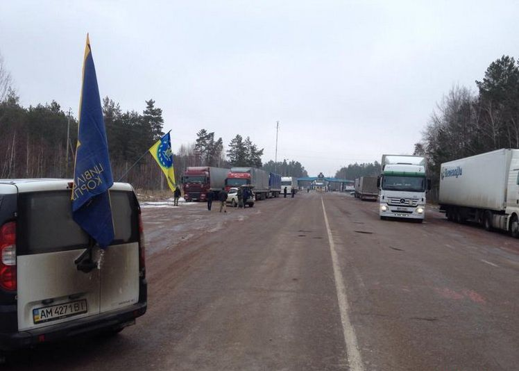 В Житомирской области заблокировано движение российских грузовиков