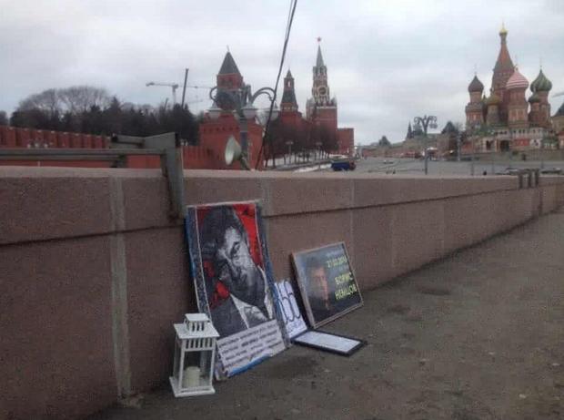 Народный мемориал наместе убийства Немцова вновь разорен