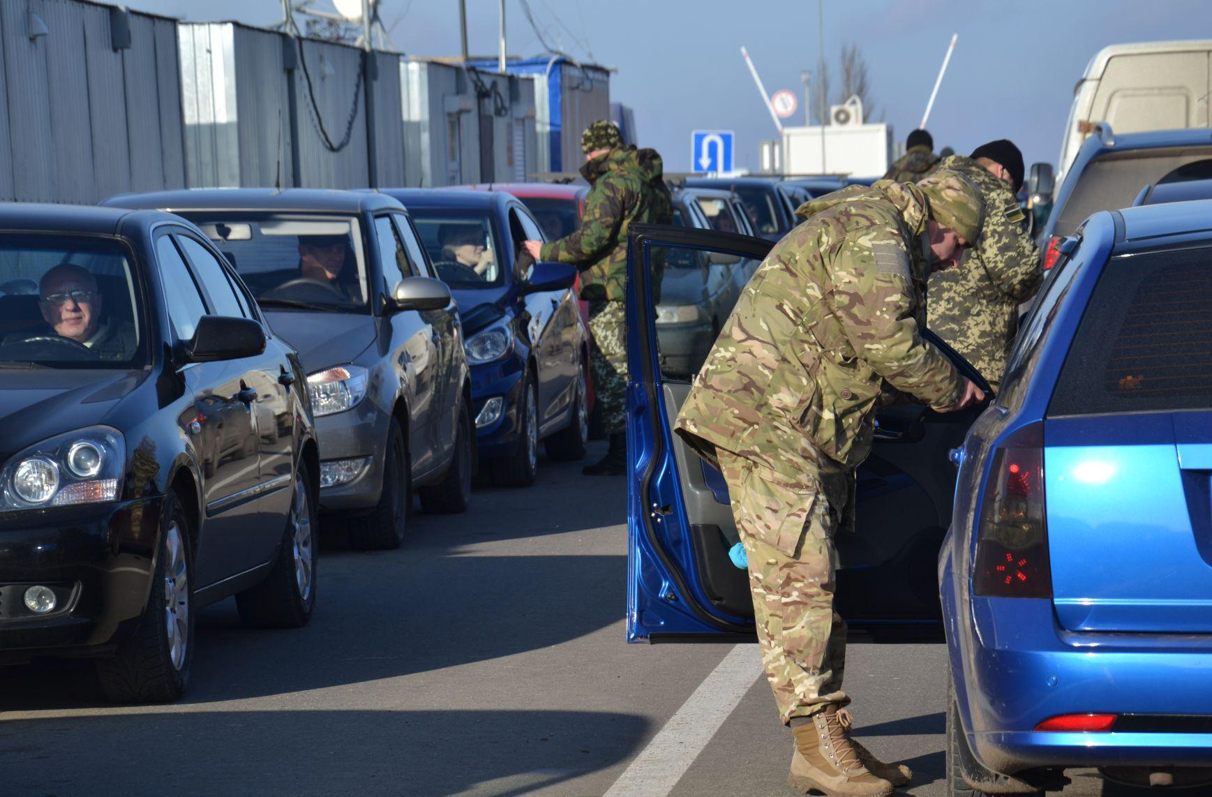 Украинские пограничники зарабатывают на мирных жителях Донбасса до 50 тысяч гривен в день