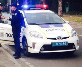 Пьяная женщина в Киеве покусала патрульного за ногу