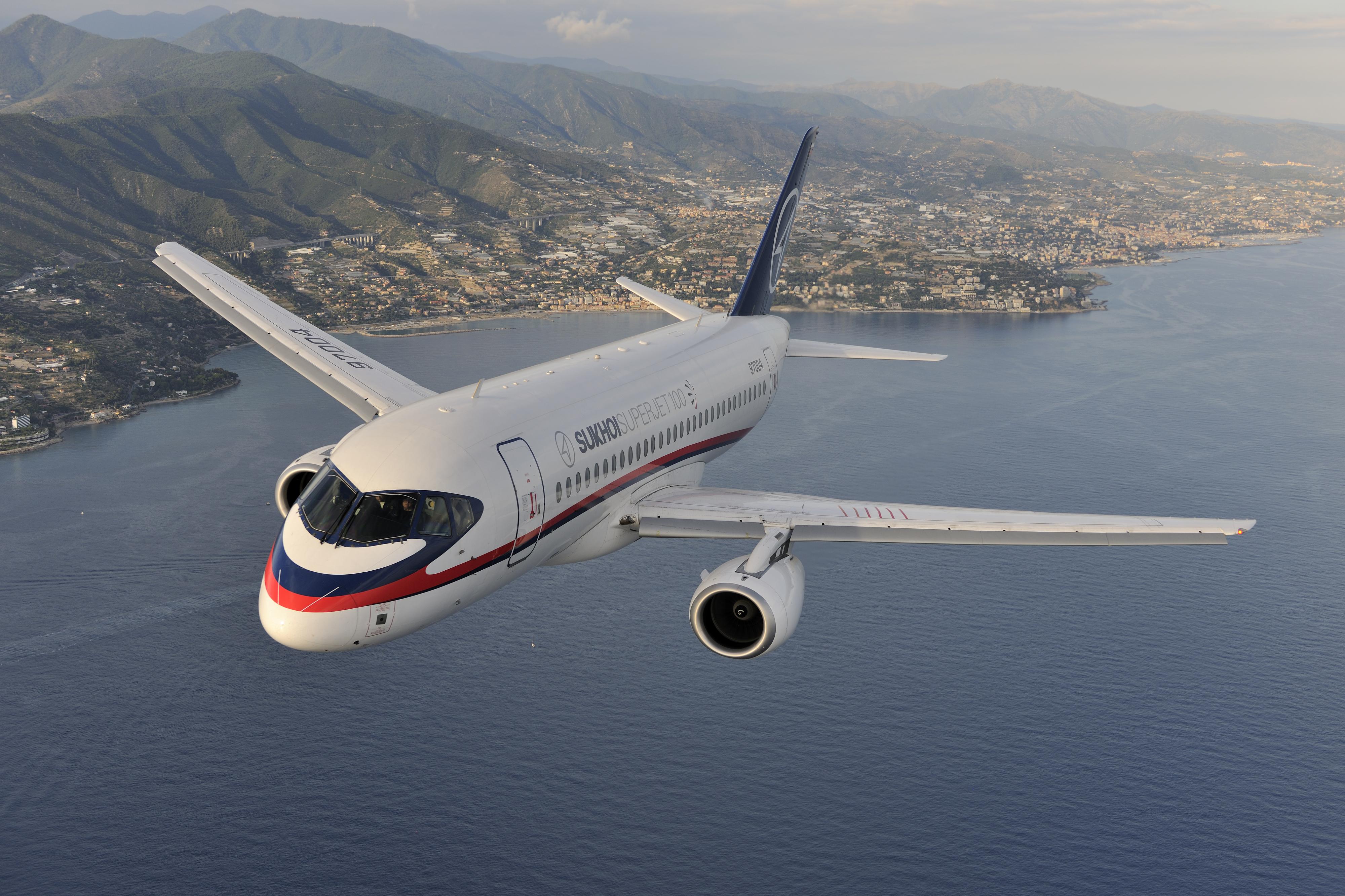 Курянам предлагают летать в Симферополь на Sukhoi Superjet 100