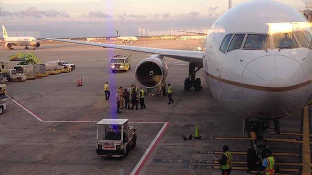 Американский лайнер совершил экстренную посадку в Хьюстоне