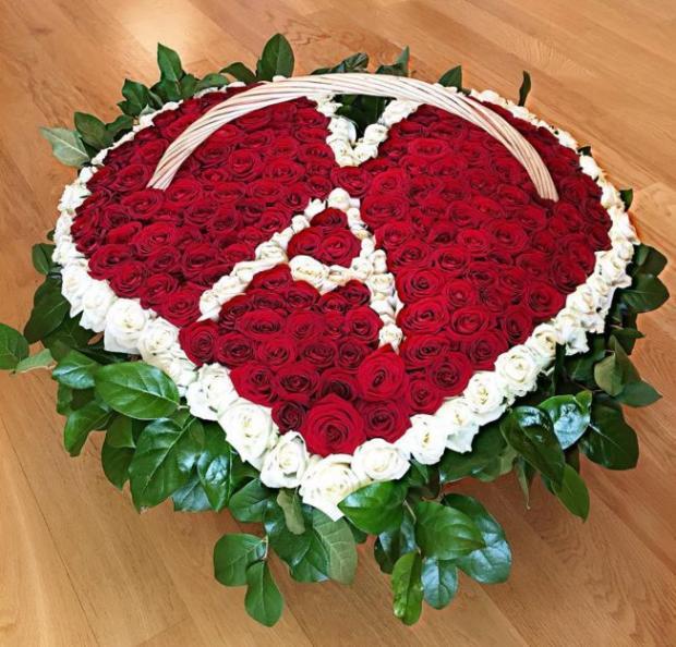 Букет цветов с буквой а