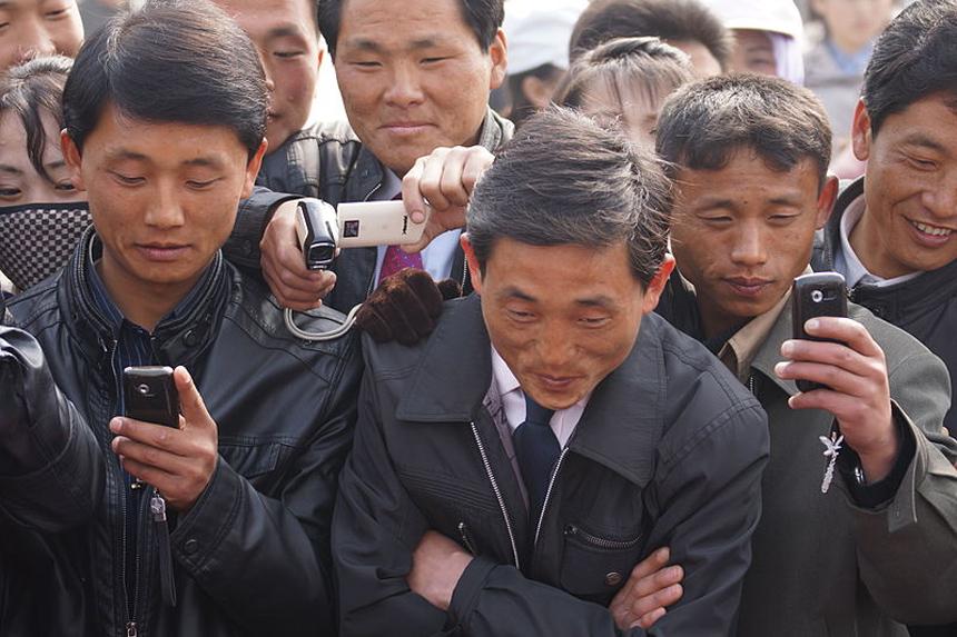 ИноСМИ: звонок за границу в Северной Корее может закончится тюремной камерой