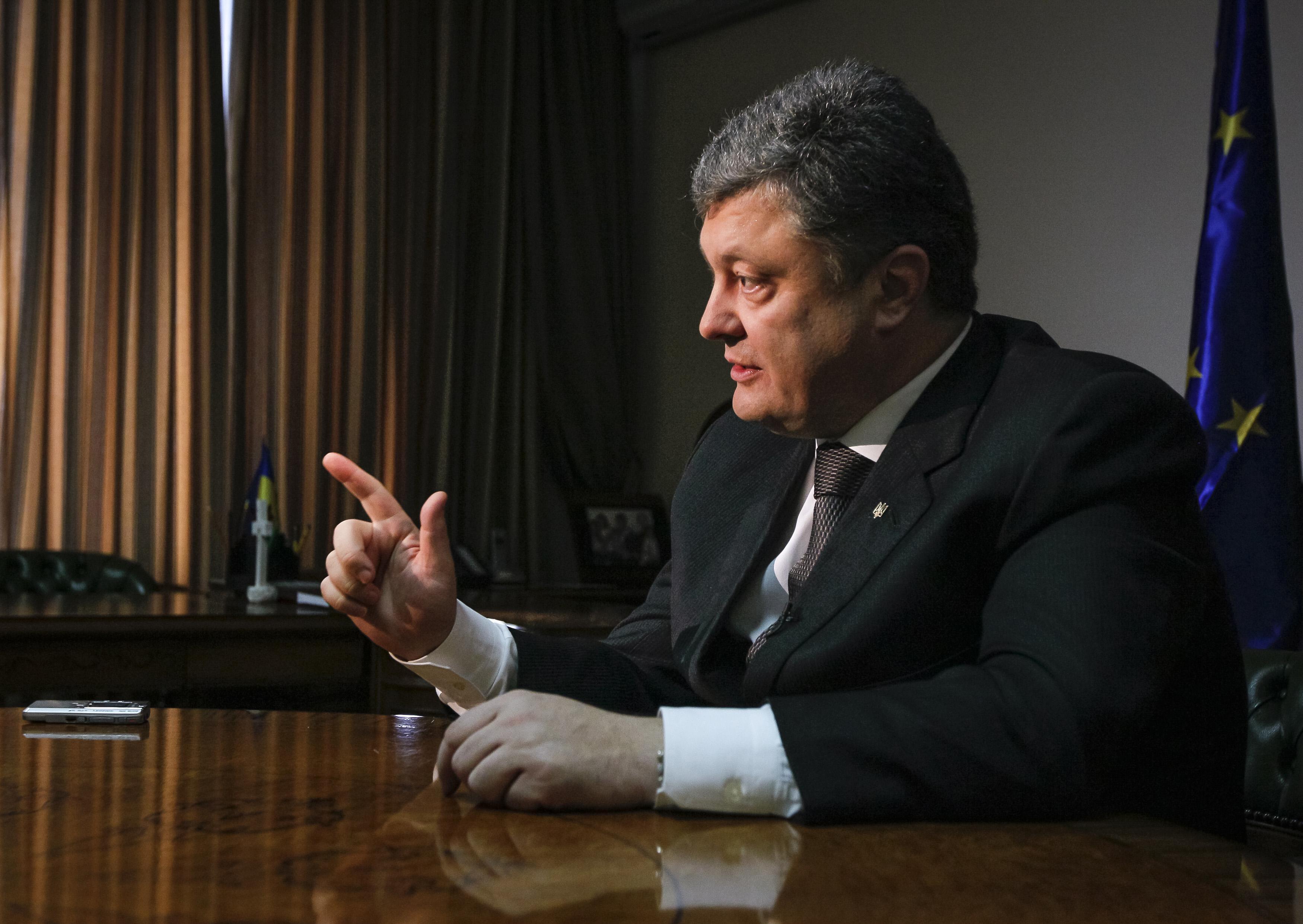 Президент Порошенко рассказал, когда и каким путем собирается