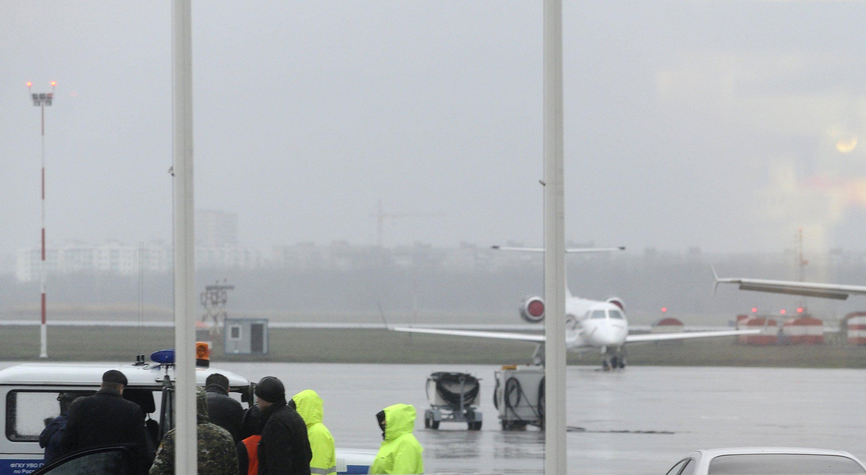 шлюп стоит, фото экипажа самолета разбившегося в ростове нем