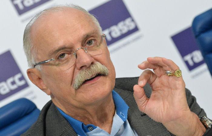 Михалков пообещал определиться с планами по развитию сети 'Едим дома'