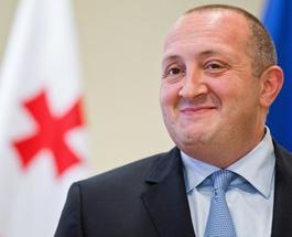 Президент Грузии бросил курить благодаря вязанию