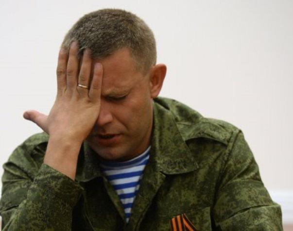 """Пьяный брат Захарченко в баре """"чирканул"""" стеклом по горлу официанта"""