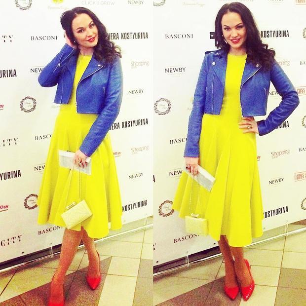 af906469c101 ... Затем, несколькими месяцами позже Татьяна Навка появилась на публике,  венок которой был украшен желто-голубыми лентами. Буквально через несколько  дней в ...