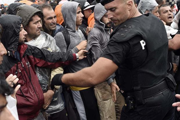 Наострове Лесбос произошли столкновения милиции смигрантами