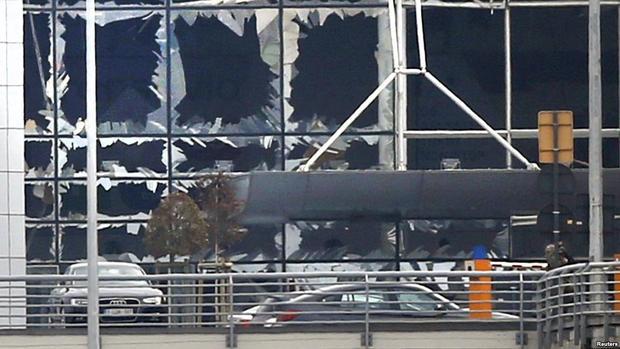 Брюссельский аэропорт возобновил работу после терактов